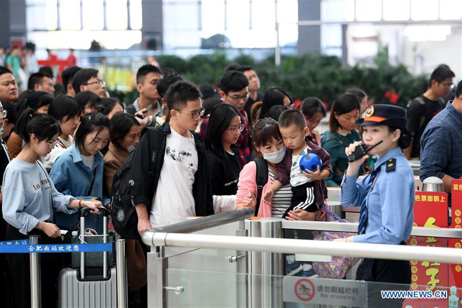 <br/>Passengers check in to board trains at Hefei South Railway Station in Hefei, east China's Anhui Province, Oct. 7, 2018. A travel peak is seen around China on Sunday, the last day of the week-long National Day holidays. (Xinhua/Liu Junxi)<br/>China will see the number of passengers on their return trips reach its peak on Oct. 7, the last day of the country's seven-day National Day holiday, official data showed.<br/>Sunday is estimated to register some 15.2 million railway passenger trips, up from the 13.8 million trips seen on Saturday, with 814 additional trains to be added to the schedule, according to the China Railway Corporation.<br/>China saw rapid growth of the number of passenger trips compared to a year earlier. The state-run railway operator's Beijing, Shanghai and Guangzhou bureaus recorded 1.24 million, 2.52 million, 1.91 million passenger trips, up 11.7 percent, 8.9 percent and 15.9 percent, respectively.<br/>Some 1,722 flights are expected to take off or land at Beijing Capital International Airport on Sunday, with the passenger volume reaching 306,500.<br/>During the holiday, both the number of flights and passengers edged up year on year in the capital airport. From Oct. 1 to 6, the airport's passenger volume amounted to 1.74 million, with 10,100 flights handled.<br/>