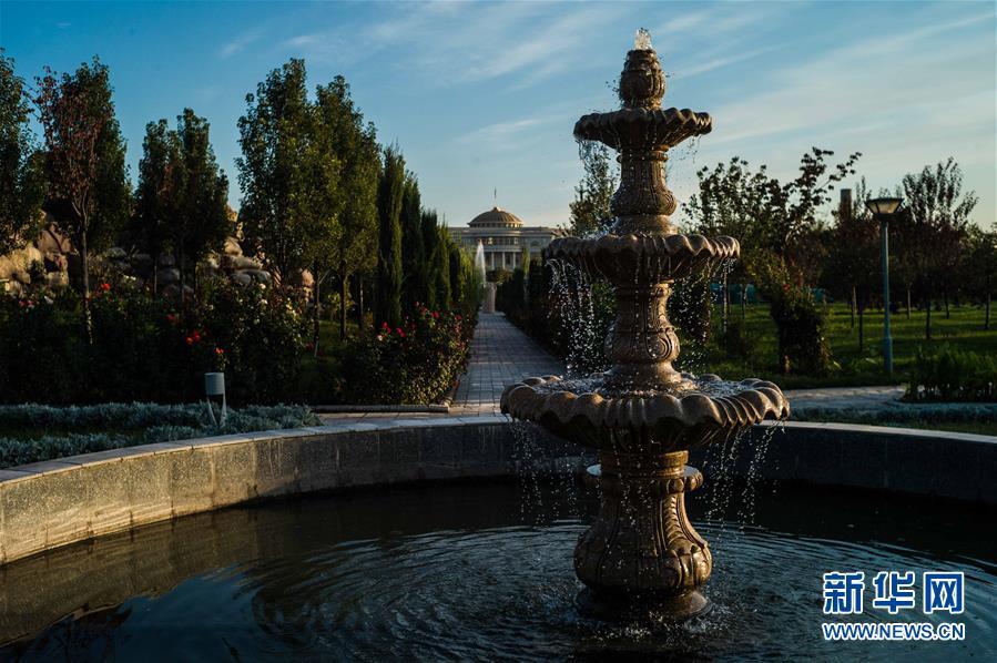 这是10月11日拍摄的塔吉克斯坦杜尚别街景。 杜尚别是塔吉克斯坦的首都。10月11日至12日,上海合作组织成员国政府首脑(总理)理事会第十七次会议在这里举行。<br/>