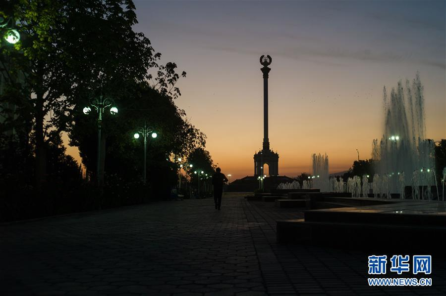 <br/>   这是10月11日拍摄的塔吉克斯坦杜尚别街景。