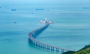 """港珠澳大桥为香港物流、旅游带来新""""好运"""""""