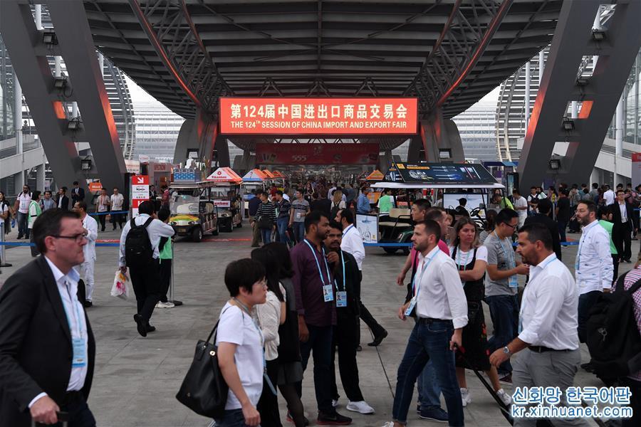 사진은 제124회 광저우 상품교역회 현장(10월 15일 촬영). [촬영/ 신화사 기자 량쉬(梁旭)]<br/>