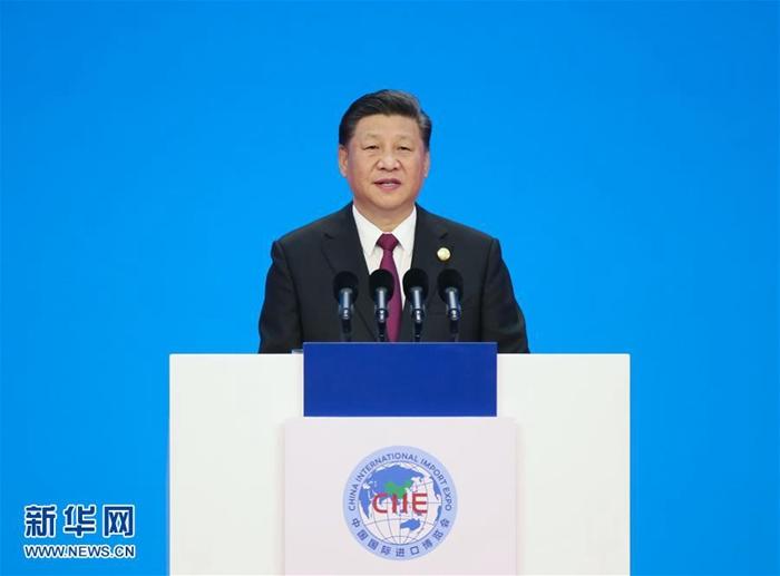 시진핑(習近平) 국가주석이 5일 제1회 중국국제수입박람회 개막식에 참석해 기조연설을 하고 있다. [촬영: 신화사 야오다웨이(姚大偉) 기자]<br/>