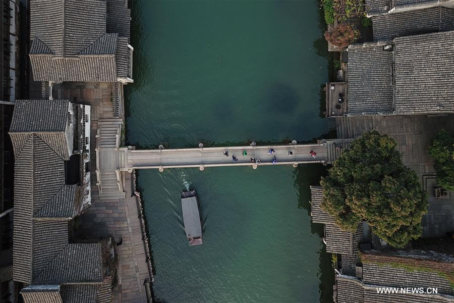 Aerial photo taken on Oct. 31, 2018 shows the scenery of Xizha scenic spot within Wuzhen, east China's Zhejiang Province. The fifth World Internet Conference (WIC) is scheduled to run from November 7-9 in the river town of Wuzhen. (Xinhua/Huang Zongzhi)<br/>