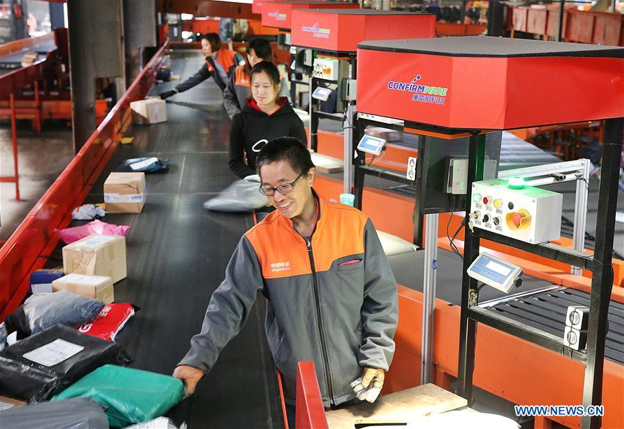 Employees work at the distribution center of a delivery company in Lianyungang, east China's Jiangsu Province, Nov. 11, 2018. Delivery companies were running at full speed to deliver massive number of parcels after Alibaba Group's Singles' Day online shopping spree on Nov. 11. (Xinhua/Xu Congjun)