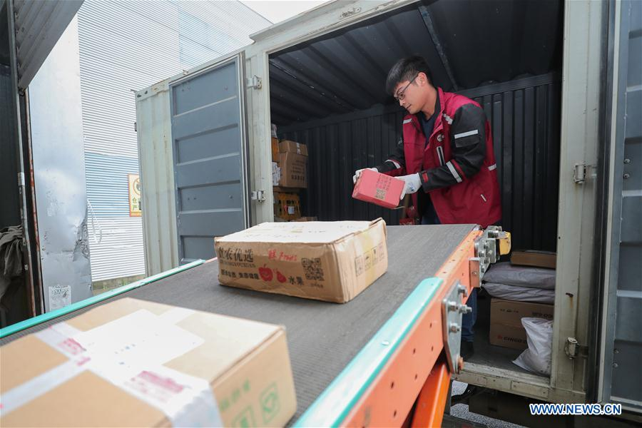 An employee works at the distribution center of a delivery company in Lianyungang, east China's Jiangsu Province, Nov. 11, 2018. Delivery companies were running at full speed to deliver massive number of parcels after Alibaba Group's Singles' Day online shopping spree on Nov. 11. (Xinhua/Si Wei)<br/>