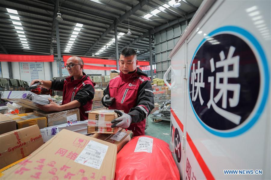 Employees work at the distribution center of a delivery company in Lianyungang, east China's Jiangsu Province, Nov. 11, 2018. Delivery companies were running at full speed to deliver massive number of parcels after Alibaba Group's Singles' Day online shopping spree on Nov. 11. (Xinhua/Si Wei)<br/>