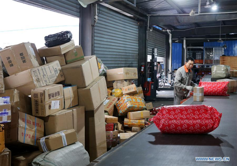An employee works at the distribution center of a delivery company in Lianyungang, east China's Jiangsu Province, Nov. 11, 2018. Delivery companies were running at full speed to deliver massive number of parcels after Alibaba Group's Singles' Day online shopping spree on Nov. 11. (Xinhua/Xu Congjun)<br/>