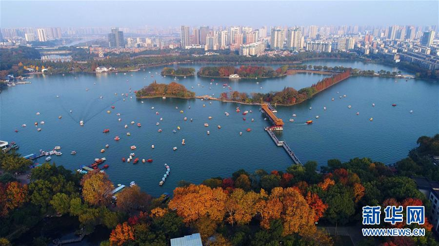 11월 25일 드론으로 촬영한 후난(湖南)열사공원 녠자후(年嘉湖)의 모습[촬영: 신화사 리가(李尕) 기자]<br/>