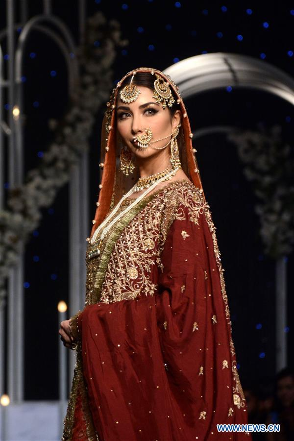 A model presents a creation by designer Faika Karim on the second day of Bridal Couture Week in eastern Pakistan's Lahore on Dec. 8, 2018. (Xinhua/Sajjad)<br/>