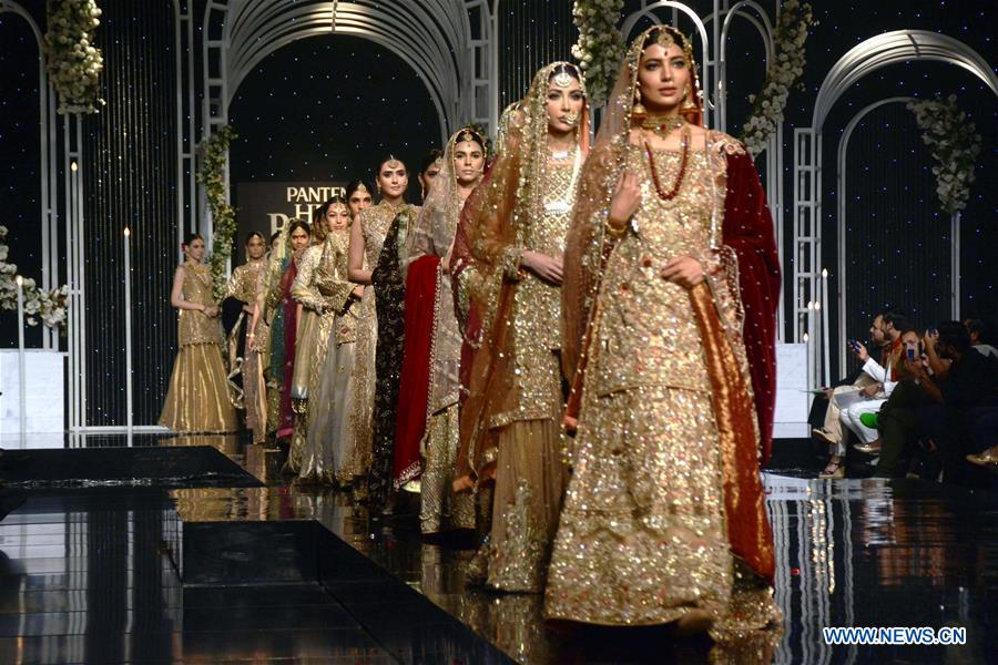 Models present creations by designer Aisha Sadiya on the second day of Bridal Couture Week in eastern Pakistan's Lahore on Dec. 8, 2018. (Xinhua/Sajjad)<br/>
