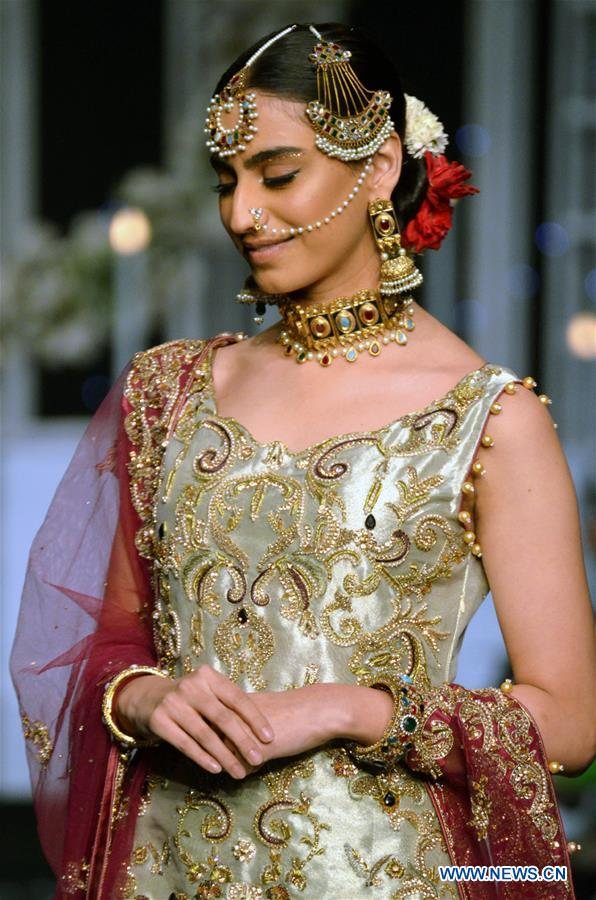 A model presents a creation by designer Aisha Sadiya on the second day of Bridal Couture Week in eastern Pakistan's Lahore on Dec. 8, 2018. (Xinhua/Jamil Ahmed)<br/>