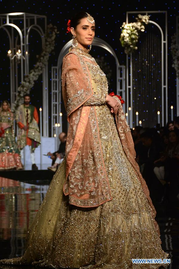 A model presents a creation by designer Aosadya on the second day of Bridal Couture Week in eastern Pakistan's Lahore on Dec. 8, 2018. (Xinhua/Sajjad)<br/>