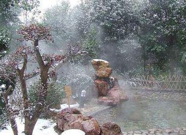 泡温泉、滑雪受欢迎 冬季娱乐如何更安全