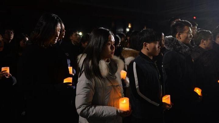 """南京""""烛光祭""""寄托哀思祈愿和平"""