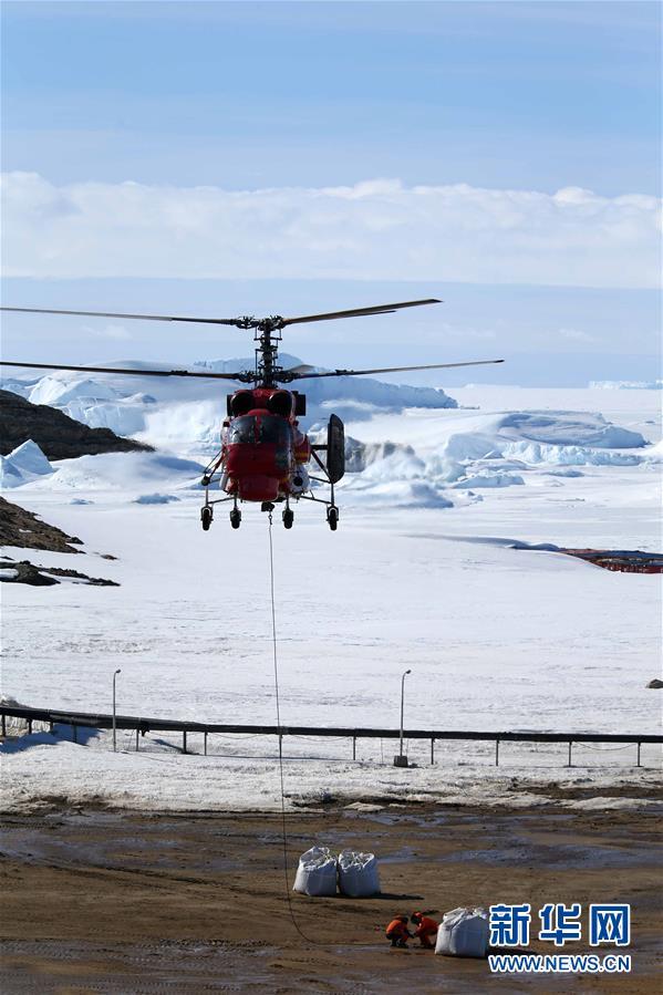 """(""""雪龙""""探南极·图文互动)(1)中国第35次南极科考完成第一阶段物资卸运"""
