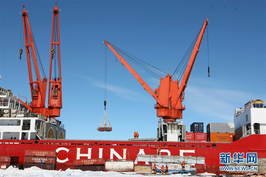 """(""""雪龙""""探南极·图文互动)(3)中国第35次南极科考完成第一阶段物资卸运"""