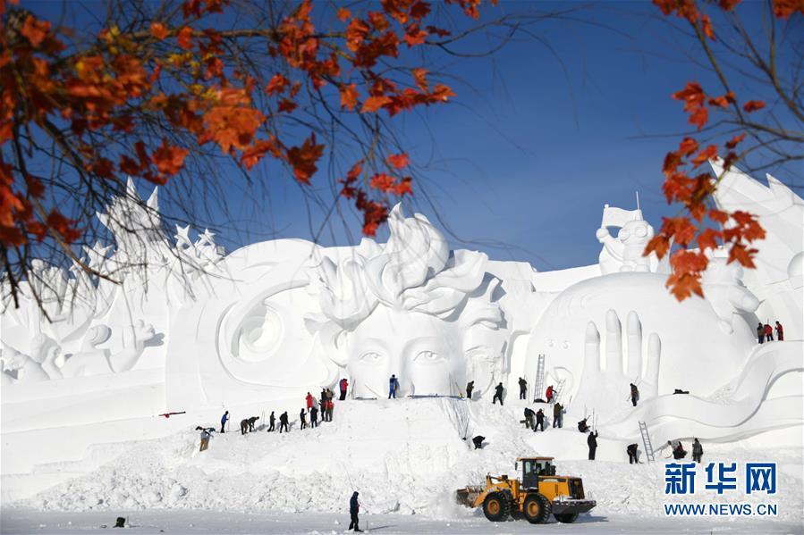 <br/>   本届雪博会主塑&amp;ldquo;星河之旅&amp;rdquo;长106米,高32米,宽20米,用雪量达4万立方米。