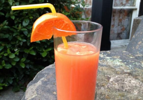 每天一杯橙汁可降低患痴呆症风险
