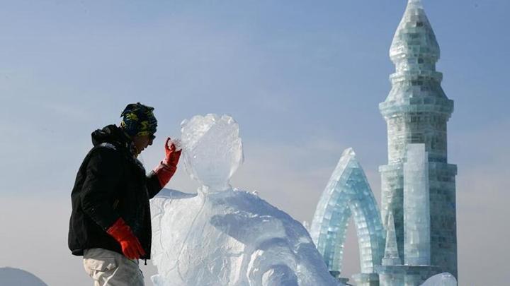 第33届哈尔滨国际冰雕比赛开铲