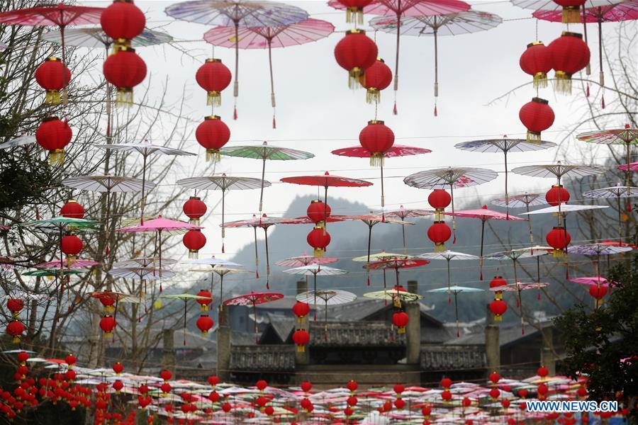 Photo taken on Jan. 6, 2019 shows the festival decorations to greet the upcoming Lunar New Year in Zhuoshui ancient town in Qianjiang District, southwest China's Chongqing. (Xinhua/Yang Min)<br/>