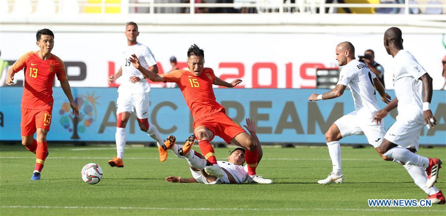 Wu Xi (C top) of China competes during the group C match between China and Kyrgyz Republic of the AFC Asian Cup UAE 2019 in Al Ain, the United Arab Emirates (UAE), on Jan. 7, 2019. China won 2-1. (Xinhua/Li Gang)<br/>