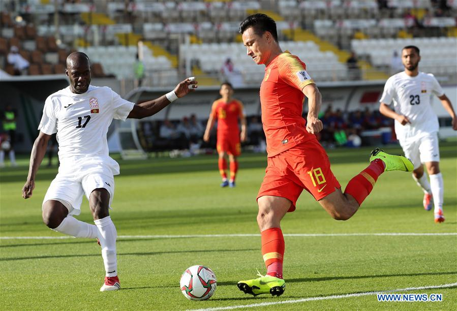 Gao Lin (front R) of China competes during the group C match between China and Kyrgyz Republic of the AFC Asian Cup UAE 2019 in Al Ain, the United Arab Emirates (UAE), on Jan. 7, 2019. China won 2-1. (Xinhua/Li Gang)<br/>