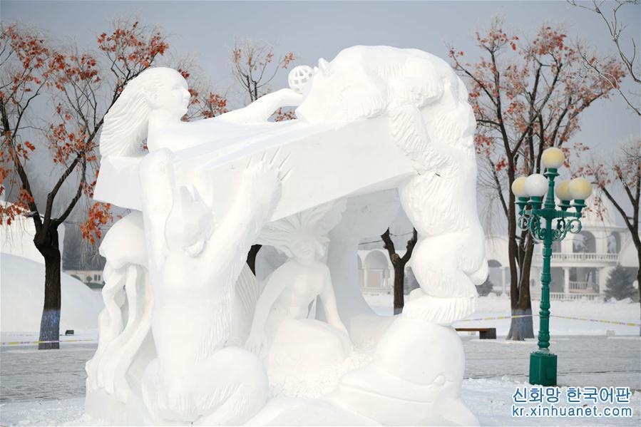 1월 13일, 제24회 하얼빈(哈爾濱) 국제눈조각대회가 하얼빈 타이양다오(太陽島) 눈박람회 현장에서 폐막했다. 19개 국가에서 온 29개 팀이 이번 대회에 참석했다. [촬영/ 신화사 기자 왕젠웨이(王建威)]<br/>