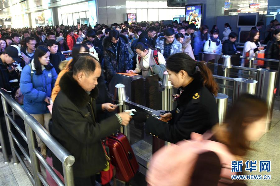 <br/>  1月17日,伴随各大院校陆续放假,济南火车站迎来2019年春运前首轮客流高峰。<br/>