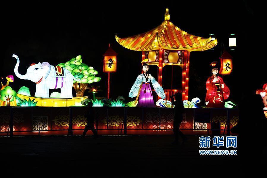 <br/>  1月27日,永利国际平台永利国际投注平台市第40届趵突泉迎春花灯会开灯仪式在趵突泉公园举行。<br/>