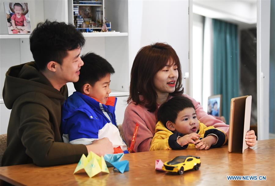 Qin Fei (2nd,R) together with her husband and two sons, video-chats with her parents living in her hometown in southwest China'Chongqing, to greet the coming Chinese New Year at her home in Shuangliu District in Chengdu city, capital of Southwest China's Sichuan Province, Feb. 3, 2019. (Xinhua/Wang Quanchao)