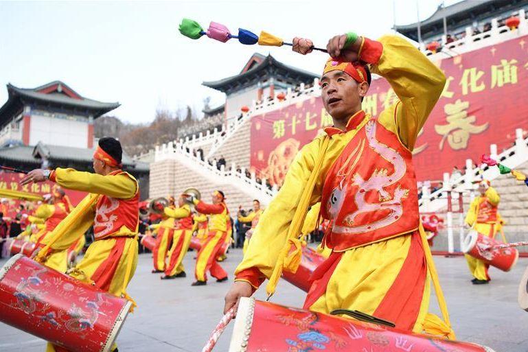 甘肃兰州:逛文化庙会 过欢乐新春
