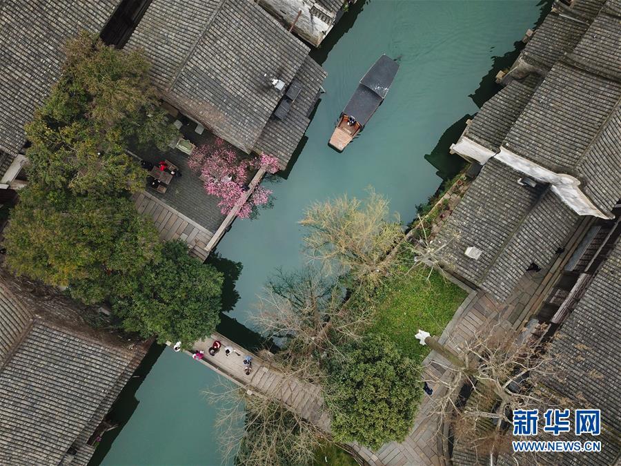 <br/>   2月25日,游人在乌镇游览观光(无人机拍摄)。