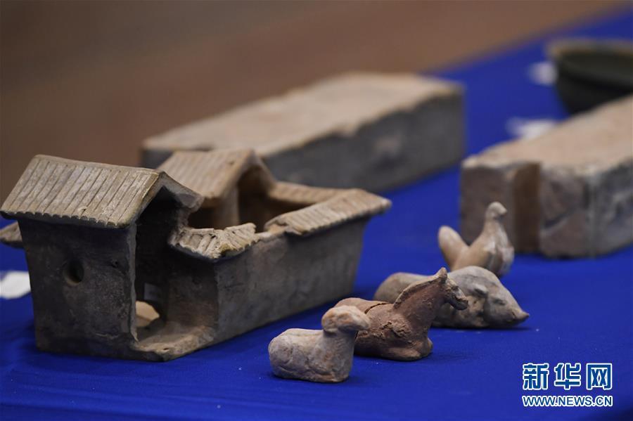 这是2月28日在美国印第安纳波利斯举行的交接仪式上拍摄的中国文物。新华社记者 刘杰 摄<br/>