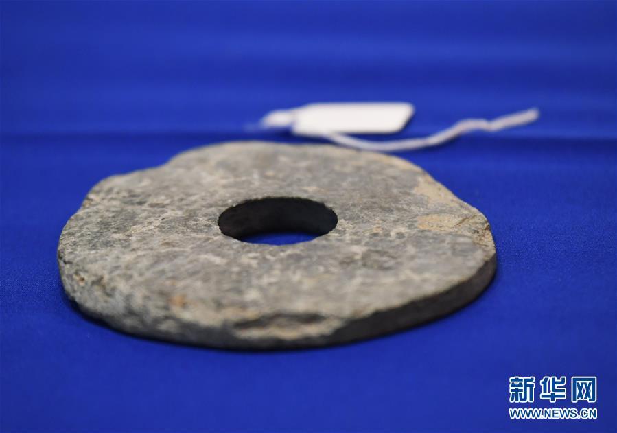 这是2月28日在美国印第安纳波利斯举行的交接仪式上拍摄的中国文物。<br/>  2月28日,美国返还361件(套)中国流失文物艺术品交接仪式在美国印第安纳波利斯举行。这是中美两国2009年签署相关备忘录以来美方第三次、也是规模最大的一次中国流失文物返还。 新华社记者 刘杰 摄<br/>
