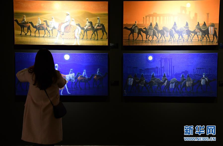 3月5日,观众在陕西历史博物馆观看&amp;ldquo;平山郁夫的丝路艺术世界&amp;rdquo;展览。当日,由陕西历史博物馆和平山郁夫丝绸之路美术馆联合主办的&amp;ldquo;慕道&amp;middot;臻艺&amp;mdash;&amp;mdash;平山郁夫的丝路艺术世界&amp;rdquo;在西安开展,展览将持续至6月10日。平山郁夫丝绸之路美术馆收藏的192件丝路主题文物及绘画作品在此次展览中展出。平山郁夫是日本当代大师级画家,以佛教题材绘画在日本画坛独树一帜。<br/>