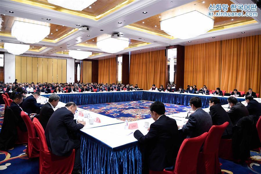 3월 11일, 전국정협 전체회의 기간의 첫 분야별 협상회의가 개최되었다. 이는 중국과학기술협회 및 과학기술 분야별 협상회의 현장이다. [촬영/ 신화사 기자 선훙(申宏)]<br/>
