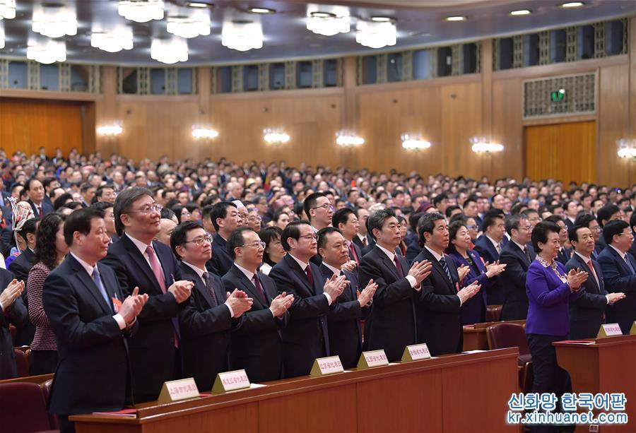 3월 15일, 제13기 전국인민대표대회 제2차회의가 베이징 인민대회당에서 폐막회를 가졌다. [촬영/ 신화사 기자 리타오(李濤)]<br/>