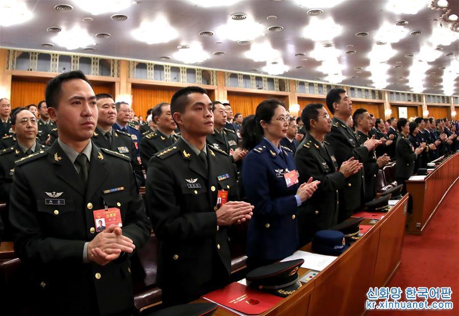 3월 15일, 제13기 전국인민대표대회 제2차회의가 베이징 인민대회당에서 폐막회를 가졌다. [촬영/ 신화사 기자 리강(李刚)]<br/>
