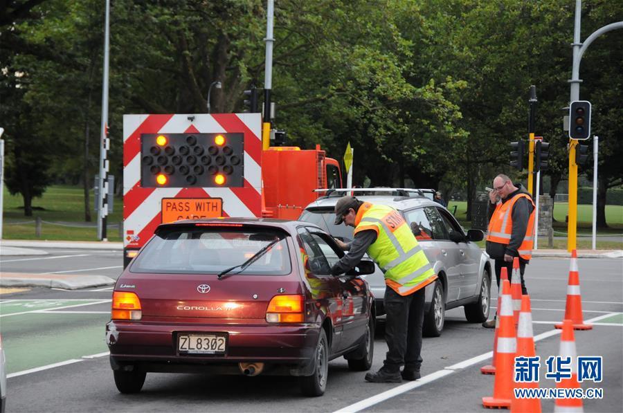 3月16日,在新西兰克赖斯特彻奇市,枪击案现场周边处于封锁状态。新西兰南岛克赖斯特彻奇市15日下午发生一起枪击案,造成49人死亡、40余人入院接受治疗。 新华社记者卢怀谦摄<br/>