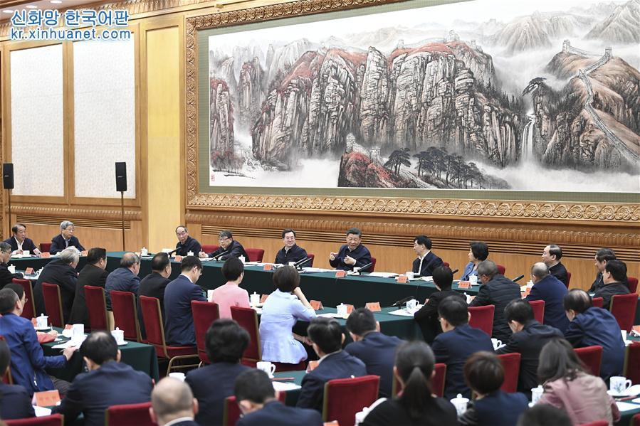 3월 18일, 시진핑(習近平) 중공중앙총서기, 국가주석, 중앙군사위원회 주석이 베이징에서 학교 사상정치이론 과목 교사좌담회를 주재하고 중요한 연설을 발표했다. [촬영/ 신화사 기자 셰환츠(謝環馳)]