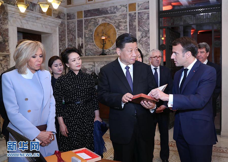 시진핑 주석, 프랑스 국빈방문서 300여년 전 쓰인 ''논어도독'' 프랑스어 원작 선물 받아