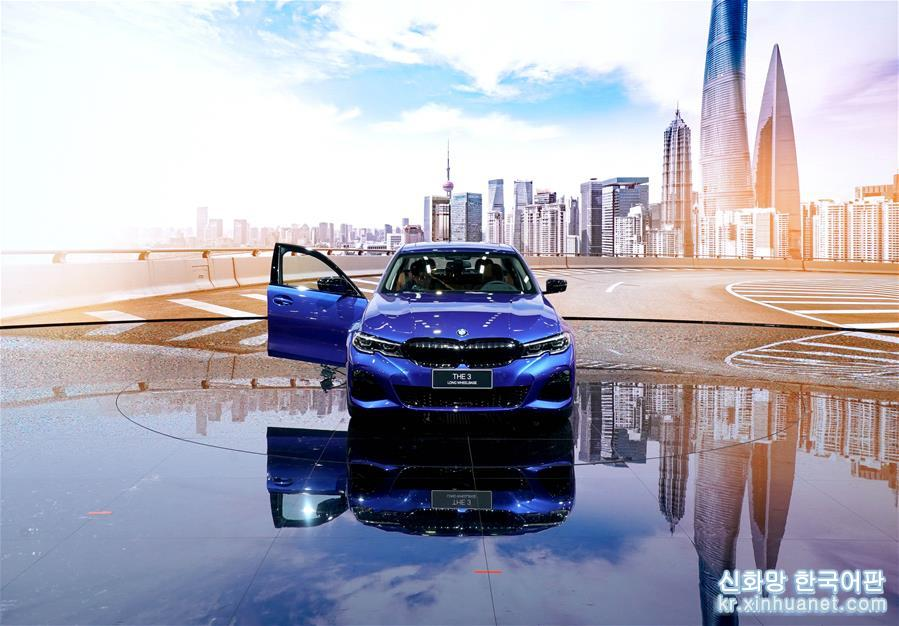 16일, &amp;lsquo;공동 창조&amp;middot;아름다운 생활&amp;rsquo;을 주제로 한 제18회 상하이 국제자동차공업전시회(상하이 모터쇼)가 국가컨벤션센터(상하이)에서 막을 열었다. 20여개 국가와 지역의 1,000여개 국내외 유명한 업체가 이번 전시에 참여했다. [촬영/ 신화사 기자 천젠리(陳建力)]<br/>