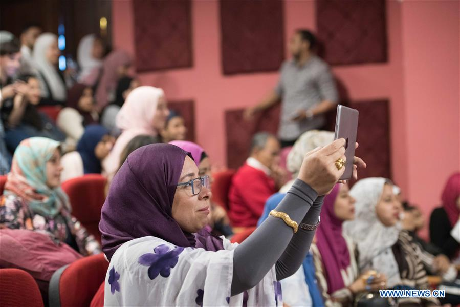 People watch the Chinese-Language Comedy Competition for Egyptian College Students in Cairo, Egypt, on April 18, 2019. The 5th Chinese-Language Comedy Competition for Egyptian College Students was held on Thursday in the Confucius Institute Theater of Cairo University. (Xinhua/Wu Huiwo)<br/>