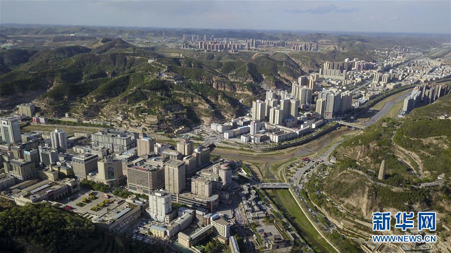 <br/>   5月10日无人机拍摄的延安市主城区。新华社记者 陶明 摄<br/>