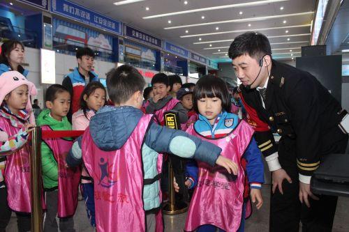 环卫工、残疾人等家庭子女可以免费参加车站的致远学堂进行职业体验