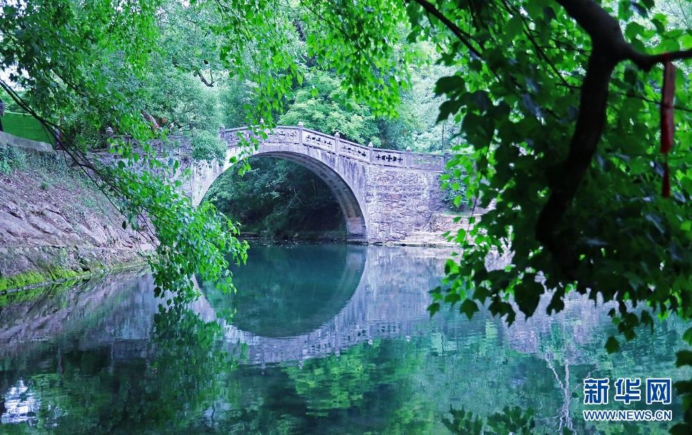<br/>   图为玉泉风景区内的珍珠泉。新华网 吴文华摄
