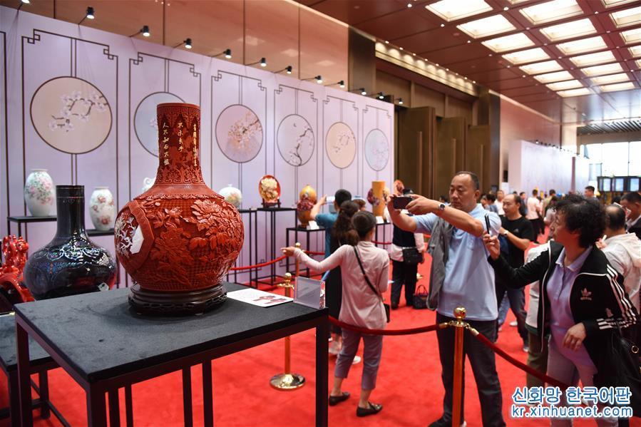 (XHDW)(1)青岛举行上合青岛峰会国礼展