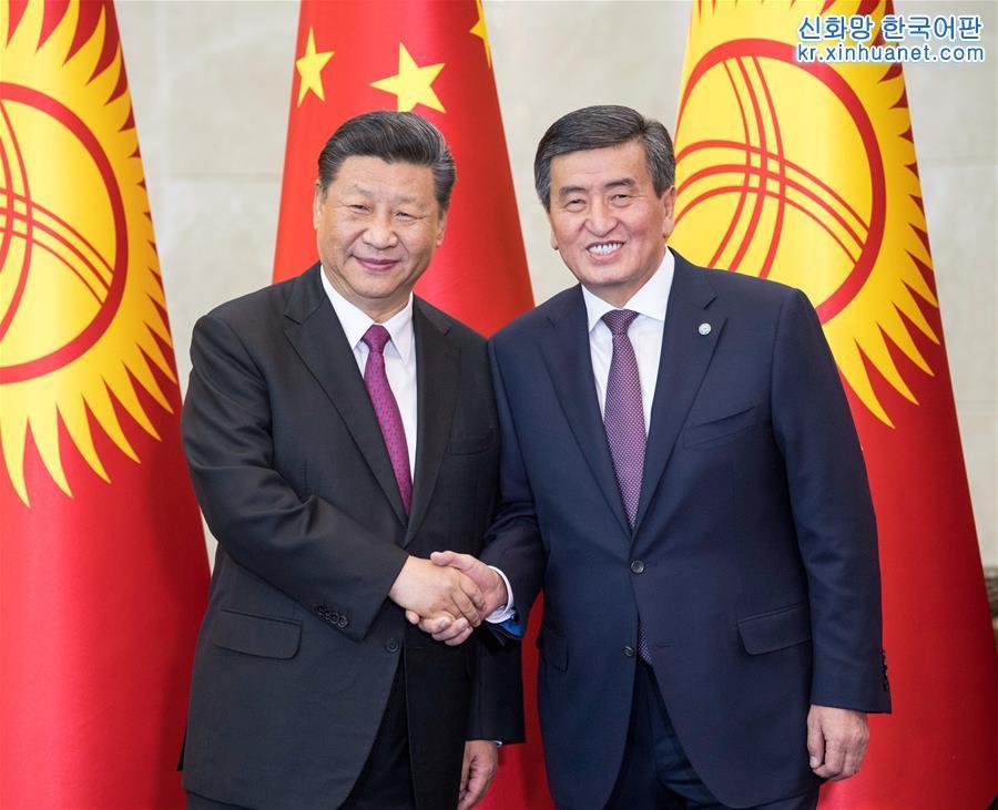 6월 13일, 시진핑(習近平) 중국 국가주석이 비슈케크에서 소론바이 제엔베코프 키르기스스탄 대통령과 회담을 가졌다. [촬영/ 신화사 기자 리쉐런(李學仁)]<br/>