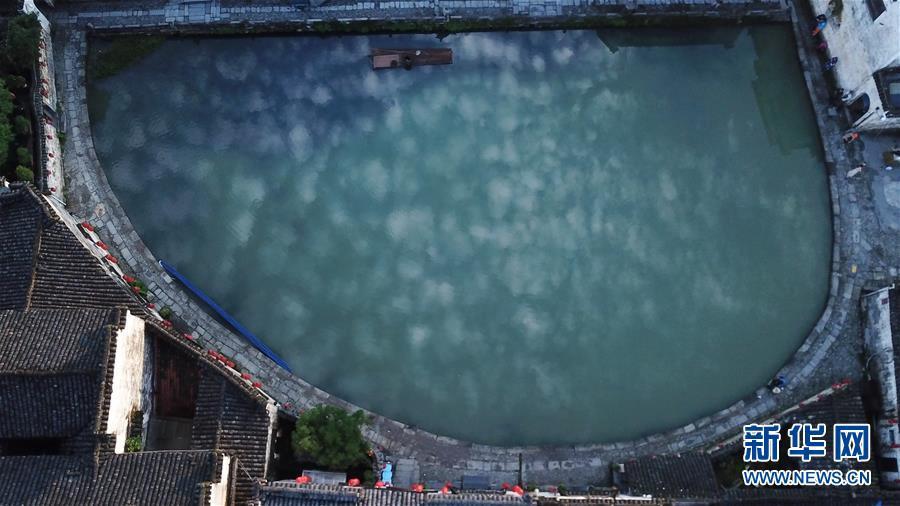 안후이(安徽)성 이(黟)현 훙(宏)촌 웨자오(月沼) 관광지의 새벽 풍경 [사진 출처: 신화망]