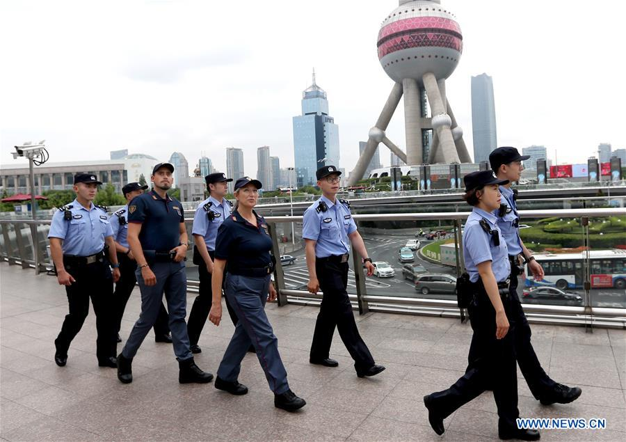 Chinese and Italian police officers patrol the Lujiazui area in Pudong, east China's Shanghai, June 26, 2019. Italian police officers on Monday began patrolling tourist sites in China, with their local counterparts, after a launching ceremony held in Beijing. The joint patrol, the third such exercise between Chinese and Italian police in China, will last until July 5 in four cities: Beijing, Shanghai, Chongqing and Guangzhou. (Xinhua/Fan Jun)<br/>
